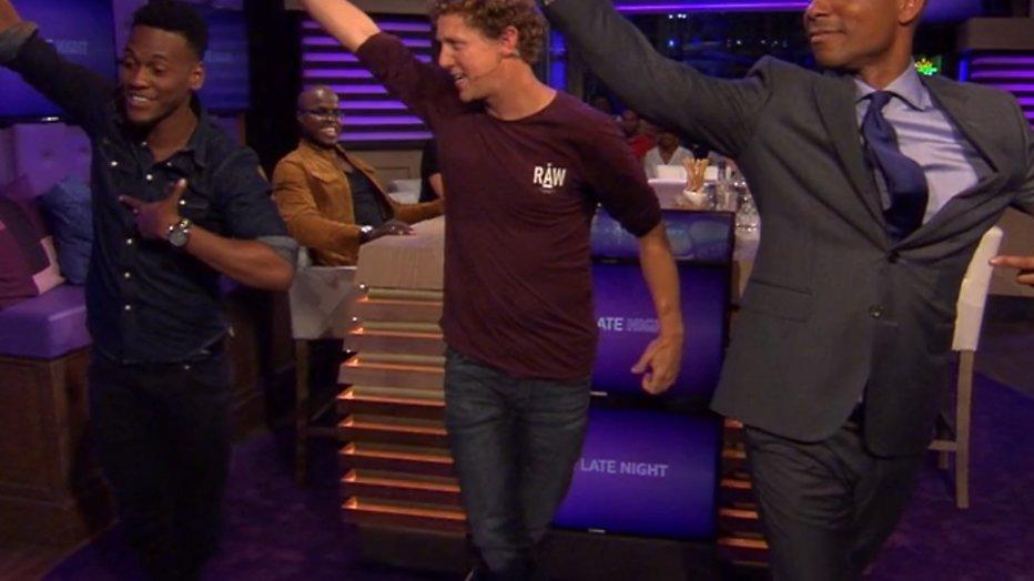 YouTube-hit: Jochem Myjer danst sterren van de hemel in RTL Late Night