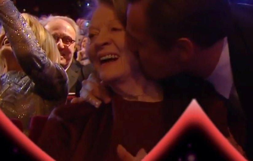 YouTube-hit: Zoenende celebs op Kiss Cam BAFTA-Awards