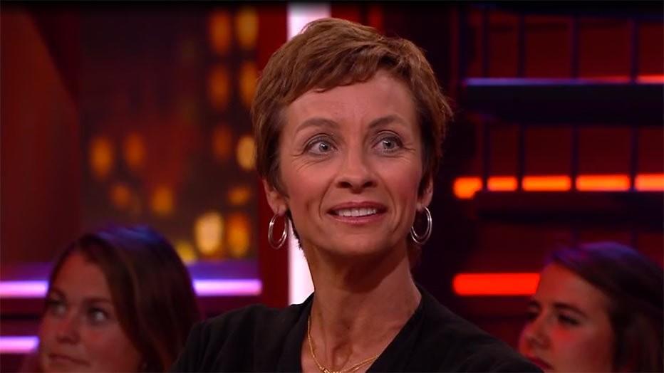 Zelden geziene dochter Johan Cruijff maakt indruk bij RTL Late night