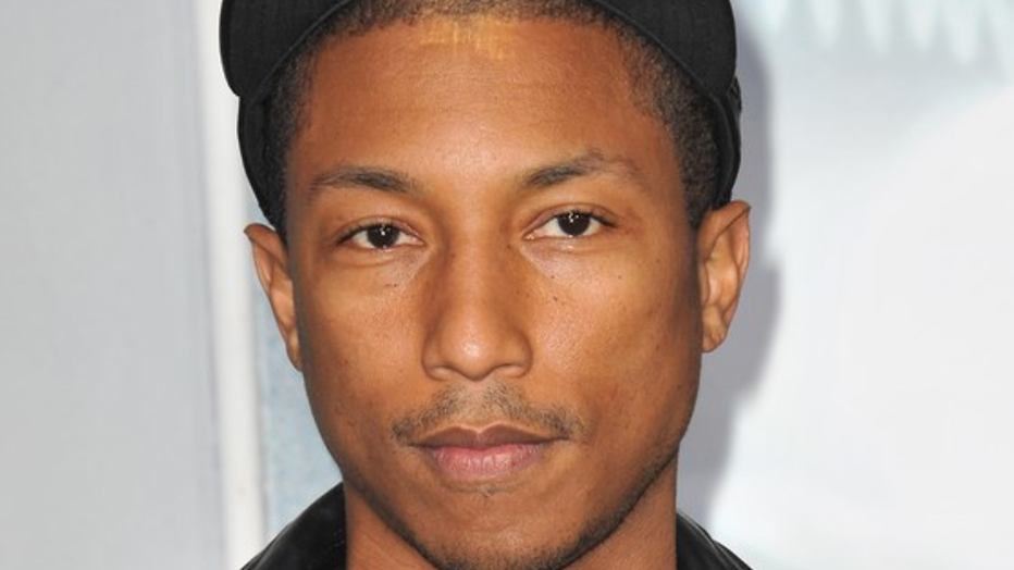 YouTube-hit: Pharrell Williams krijgt rondleiding op set The Voice