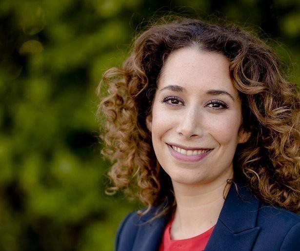 NOS-nieuwslezer Saïda Maggé in verwachting van tweeling