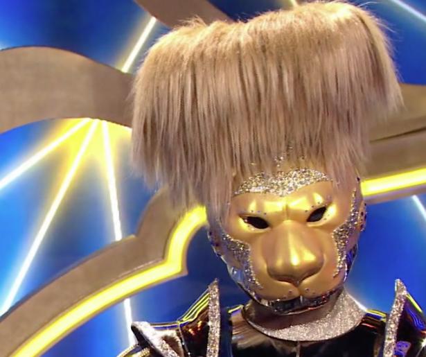 Videosnack: Draagt de Leeuw een gele zwembroek in The Masked Singer?