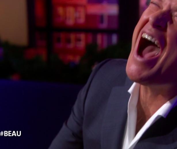 Heftig: Beau van Erven Dorens zet zichzelf in de fik tijdens talkshow