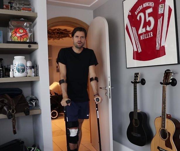 Simon Keizer breekt knieschijf