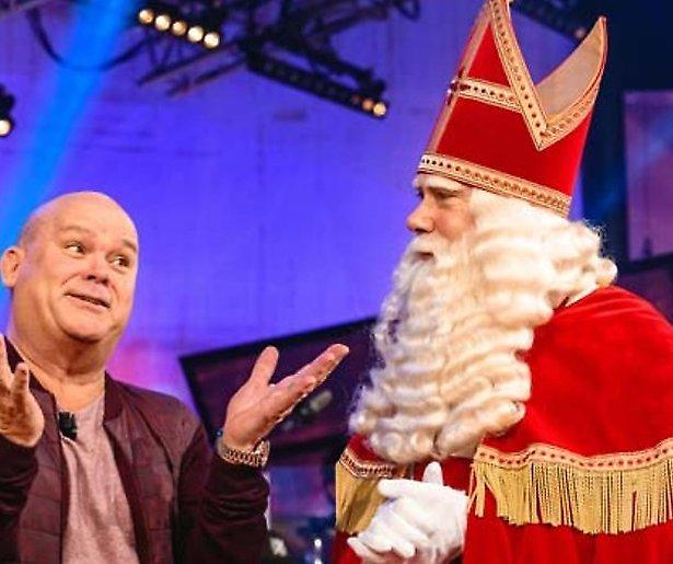 Paul en Sinterklaas verrassen mensen thuis