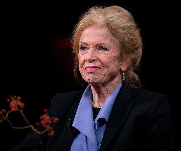 Sonja Barend hekelt gebrek aan vitale ouderen op tv