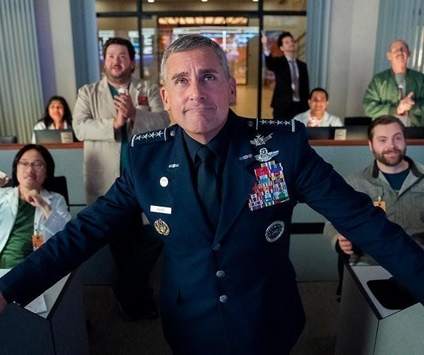 Space force met Steve Carell staat nu op Netflix