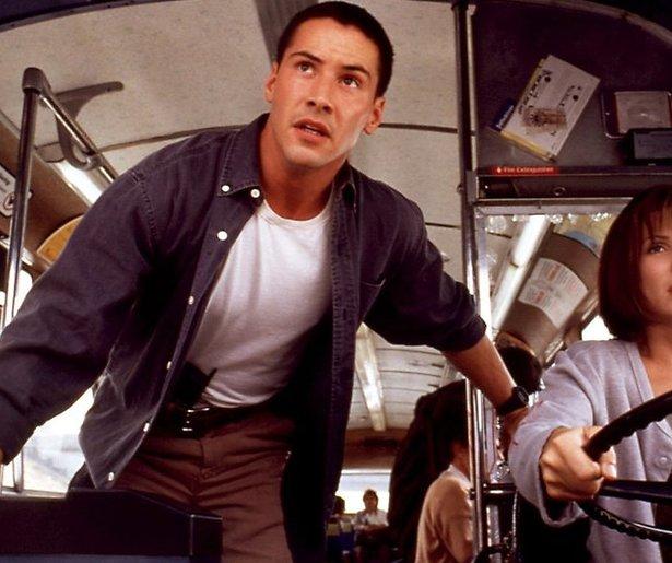 Keanu Reeves en Sandra Bullock racen door L.A.