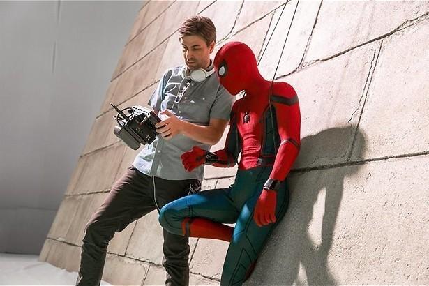 Tom Holland slingert aan zijn web