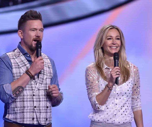 Wendy van Dijk en Johnny de Mol presenteren Superkids op SBS 6