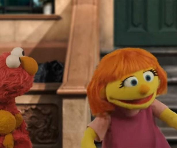 Autistische pop Julia in Amerikaanse Sesamstraat