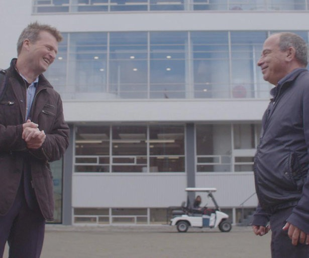 EenVandaag ruilt auto in voor lopende interviews in De wandeling