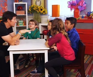 YouTube-hit: Acteur Mark Wahlberg praat met kinderen over seks