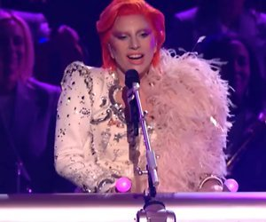 YouTube-hit: Lady Gaga kruipt in huid van David Bowie Grammy's 2016