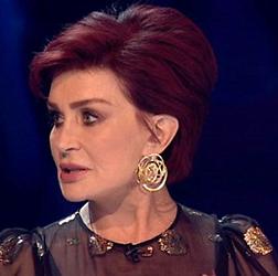 Tikje gênant: Sharon Osbourne vergeet naam in X Factor
