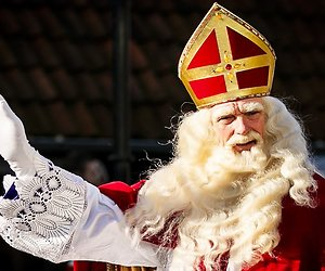 Sint komt met trein naar Apeldoorn