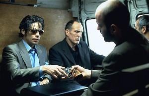 Brad Pitt bokst, Jason Statham scharrelt en Benicio Del Toro steelt diamanten in Snatch