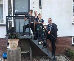 Twee gezinnen kijken terug op Steenrijk, Straatarm