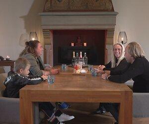 Kijk terug: Onwijs lieve moeder en dochters in Steenrijk, straatarm