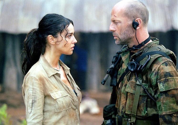 Kan Bruce Willis Monica Bellucci redden in Tears of the Sun?