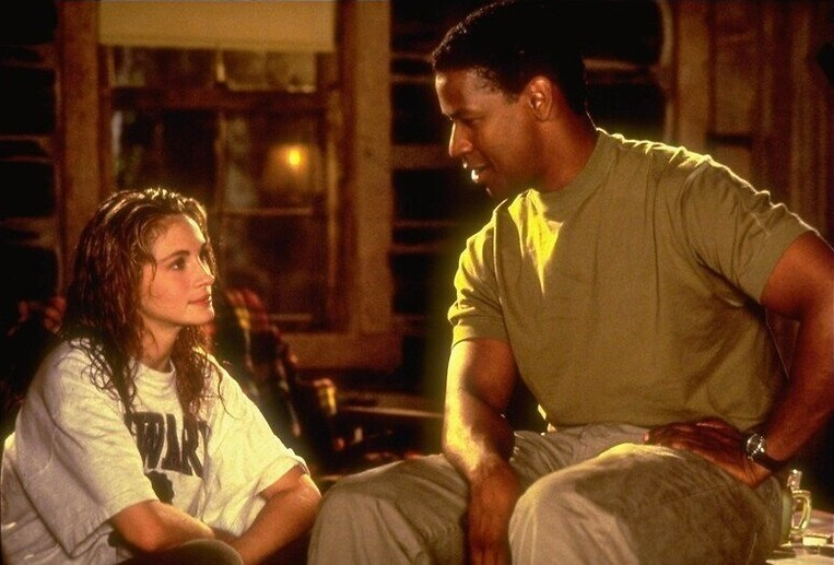 Julia Roberts vraagt Denzel Washington om hulp in The Pelican Brief
