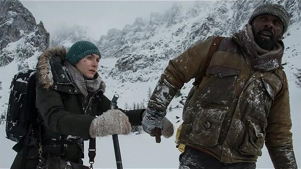 Idris Elba en Kate Winslet stranden in de sneeuw