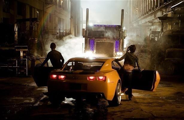 Shia LaBeouf koopt een bijzondere auto