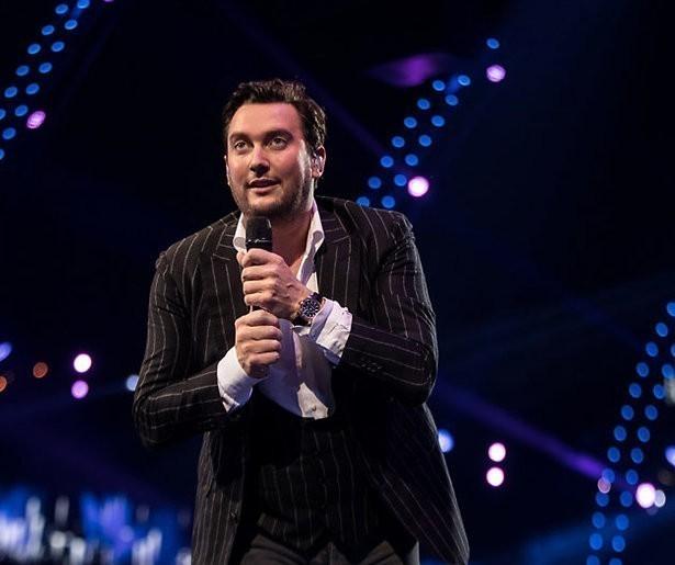 Twitter gaat los over vals zingende Tino Martin bij M