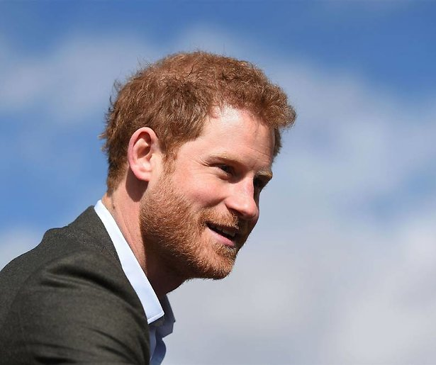 Prins Harry bevestigt relatie met actrice Meghan Markle