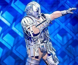De Robot wint The Masked Singer en is....