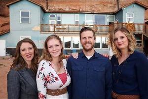 Van drie naar vijf vrouwen in The Polygamists