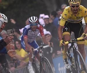 Peloton houdt zich op de vlakte in Tour de France