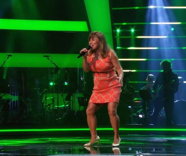 Videosnack: Annet rockt als Tina Turner bij The Voice Senior