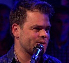 Roel van Velzen maakt indruk met nummer voor Cindy in RTL Late Night