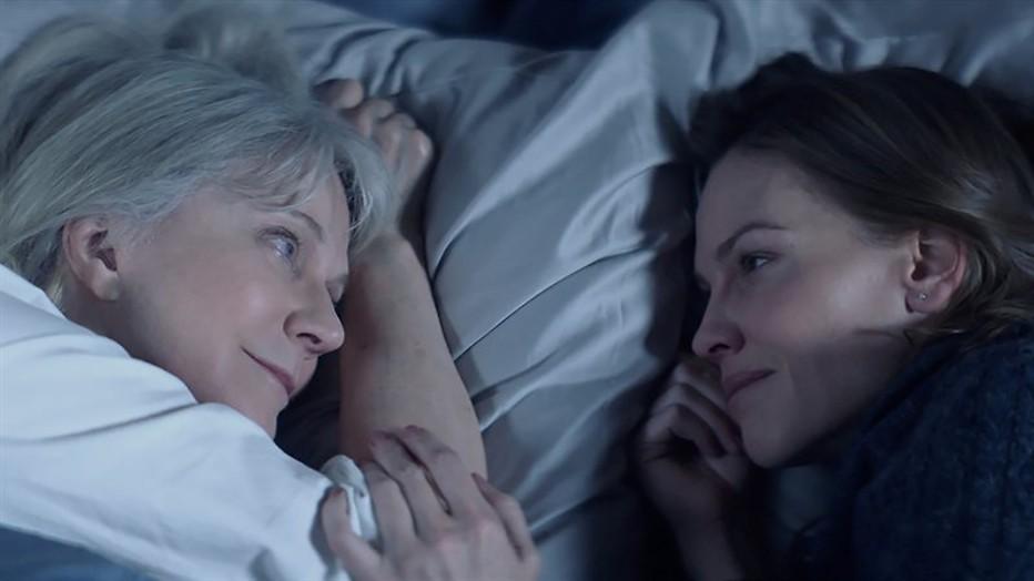 Hilary Swank zorgt voor haar moeder