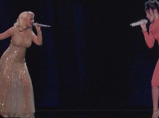 Videosnack: Christina Aguilera zingt met het Whitney Houston hologram