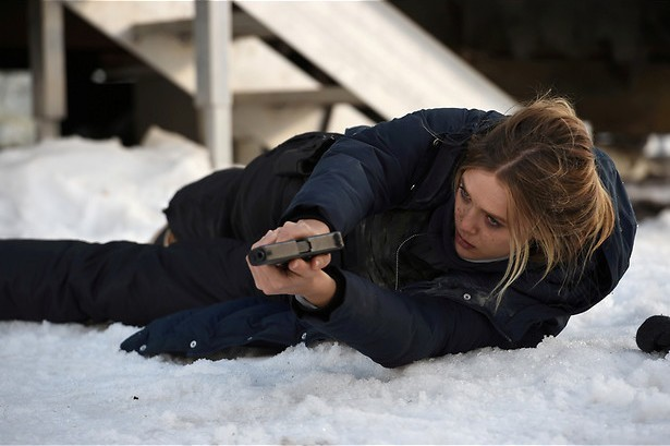 Jeremy Renner helpt Elizabeth Olsen een handje