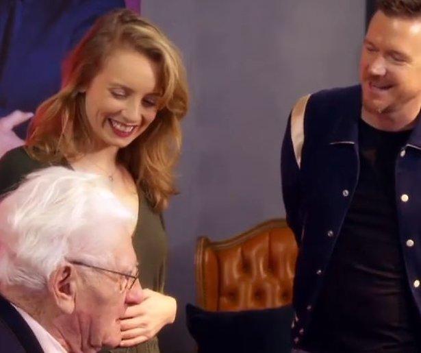 Videosnack: We want more: Tess ontroert met Franstalig lied voor haar opa