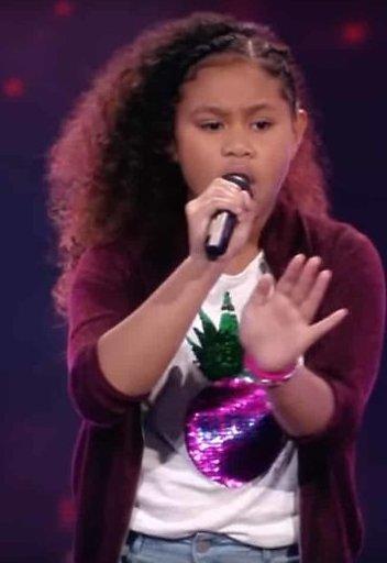 Videosnack: Yosina zingt Ken je Mij bij Voice Kids